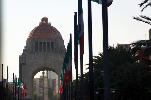 Monumento A la Revolución y su escolta de bandera   #VisitMexico #MexicoDF #MonumentoALaRevolución