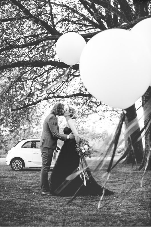 Haikje's home. A blog about decorating, design & lifestyle  #wedding #balloon #blue #bruiloft #blackweddingdress #weddingdecorations #weddingphotos #weddingshoot #ribbons #fiat500