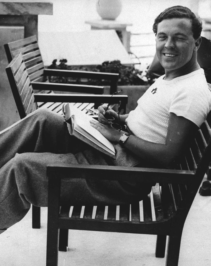Norman Hartnell relaxing on holiday, circa 1930