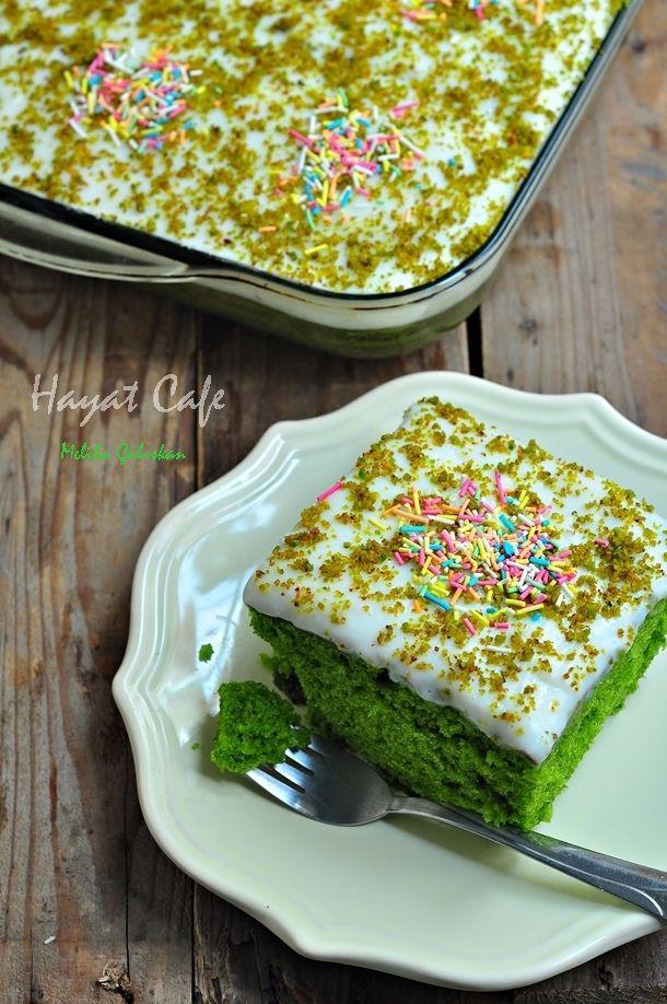 Yeşil renkte kek