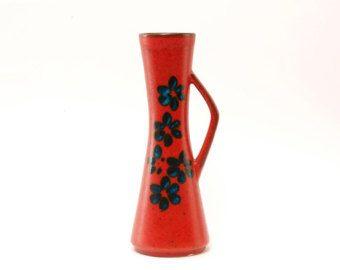 Erstaunlich, J.D. Klinker (Josef Ente = J-D Klinker / Decora, Hillscheid) Keramik Vase aus den späten 1960er Jahren und Anfang der 1970er Jahre. Eine effektvolle orange Grundton mit grau/schwarz-Teile. Einfache, aber schöne und handgemacht, Neo-Primitive Dekor, elegante Form und solide Verarbeitung.  J.d. Klinker begann in den 1950er Jahren und ist nicht so bekannt wie andere und viel größer Keramik in Westdeutschland produziert. Allerdings gibt es eine Reihe von sehr attraktiv...