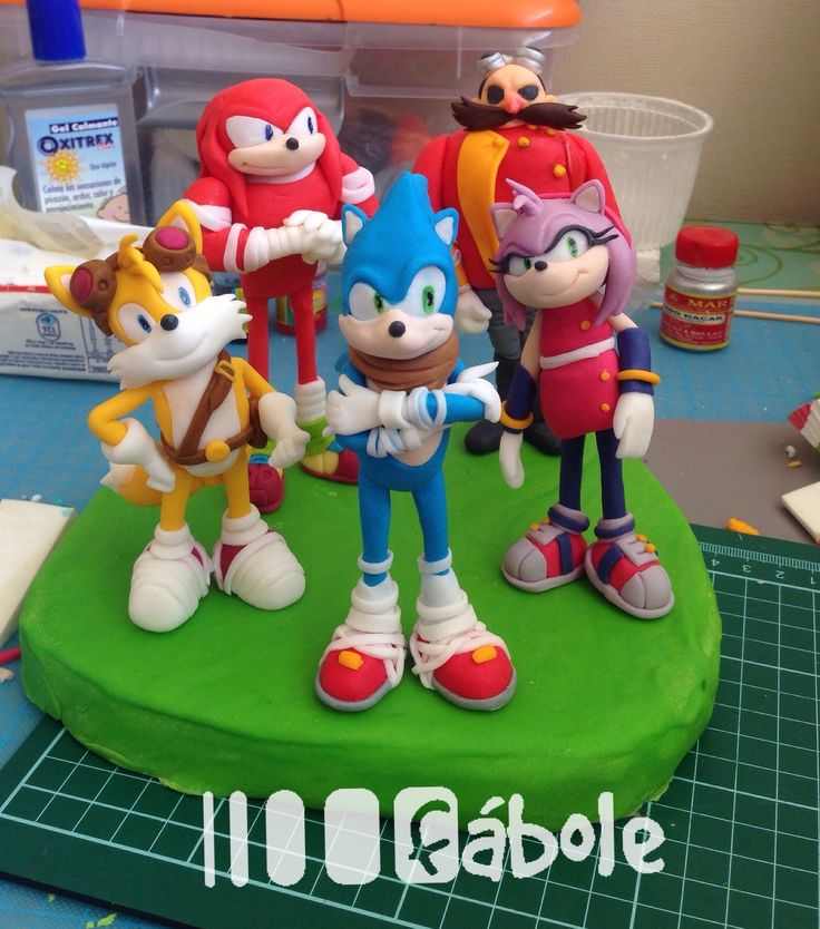 Sonic, Knuckles, Tails, Amy and Eggman. Sonic the Hedgehog cake toppers