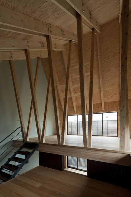 The beams just give enough of a barrier and give a great appearance of height.