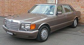 1987-1992 Mercedes-Benz 300 SEL (W126) sedan 02.jpg