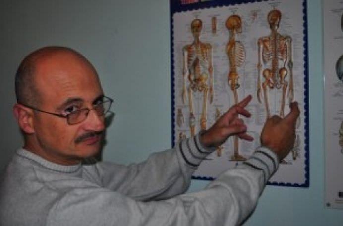 Un ROMAN a descoperit SECRETUL AUTO-VINDECARII sau cum sa-ti ajuti corpul sa se VINDECE singur! – Cap Limpede