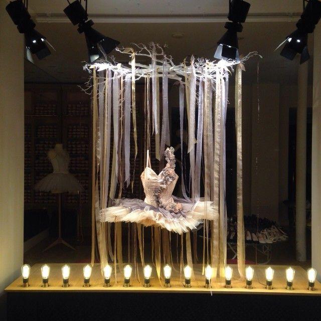Repetto schaufenster aurora in paris visual merchandising worldvisual merchandising world - Schaufensterdekoration weihnachten ...