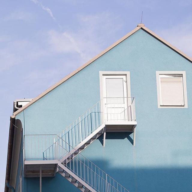 BlauInBlauInBlauInBlauInBlau  #blue #blau #graz #österreich #sky #himmel #wolken #schatten #toninton #50shadesofblue #shadesofblue #bluetones #clouds #dslrphotography #dslr #canon #photography #photooftheday #photo #picoftheday #pictureoftheday #austrianphotographer #austrianphotographers #austrianart #kunsttirol