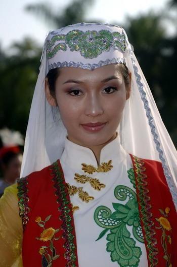 Hui woman....http://blackberrycastlephotographytm.zenfolio.com/p583897559