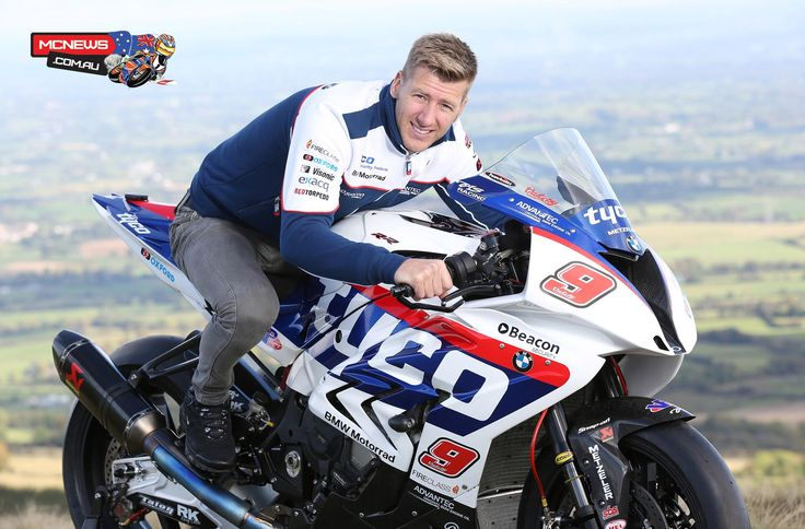 Ian Hutchinson on board the Tyco BMW against William Dunlop at the 2017 IoM TT with Halsall Racing