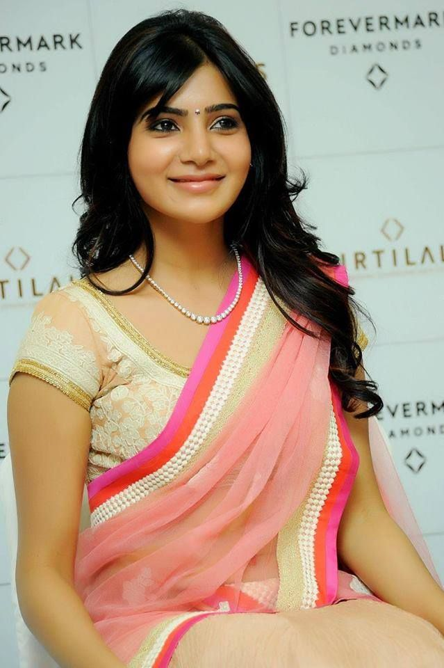 This pink and white saree (sari) with a simple necklace is a picture of elegance