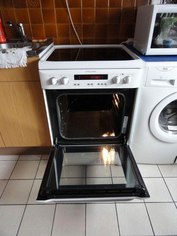 Află cât de simplu este să îţi cureţi cuptorul de la aragaz cu această tehnică!