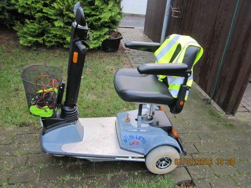 Pæn og velholt scooter, scooteren er håndlavet i danmark har el hejs i sædet og med fjeder i undervogn, kører godt.