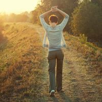 #SabíasQué, caminar regularmente es bueno para nuestros huesos porque les da más estabilidad. #KieroBlog