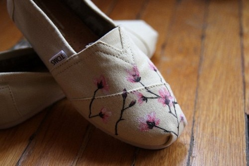 I love cherry blossom trees..: Cherries Blossoms, Pink Flowers, Fashion Style, Cute Shoes, Paintings Toms, Toms Shoes, Fall Fashion, Cute Toms, Floral Toms