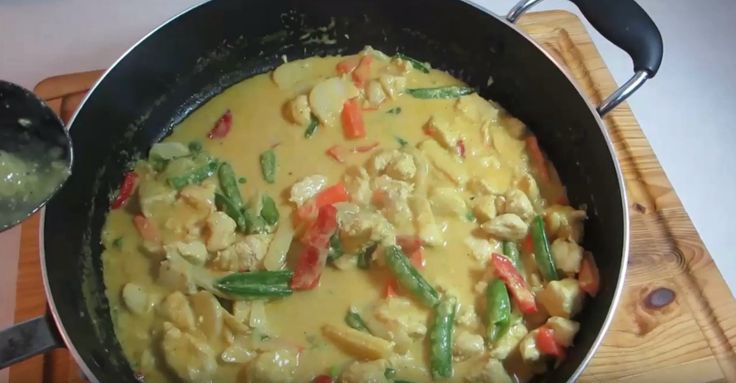 This easy to cook chicken and vegetable curry will surely impress at the dinner table.