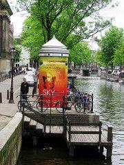 peperbus (streamer020nl) Tags: sky holland netherlands amsterdam poster canal reclame nederland musical prinsengracht paysbas plakat affiche niederlande steiger 2016 peperbus aanlegsteiger 250516