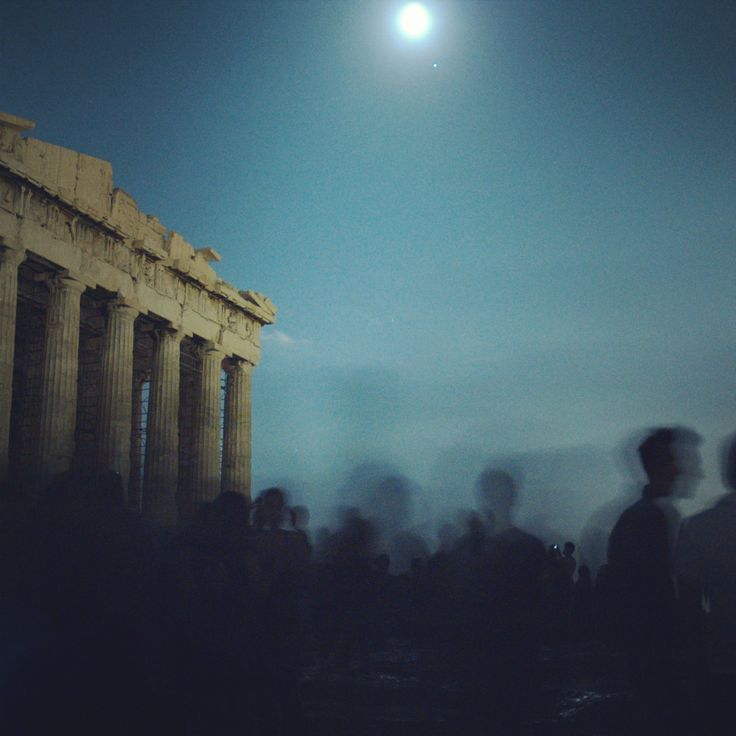 The Parthenon illuminated by the full moon of August. (Walking Athens - Route 04 / Plaka)