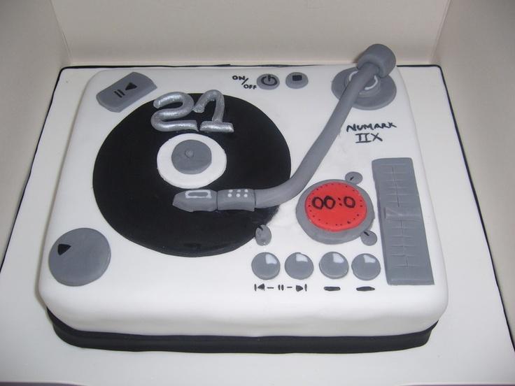 DJ turntable cake. #music #dj #cakes #musiccakes #djculture http://www.pinterest.com/TheHitman14/music-cakes-food-%2B/