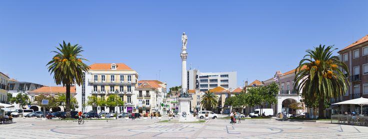 Plaza_del_ayuntamiento,_Setúbal,_Portugal,_2012-08-17,_DD_01.JPG (5102×1933)