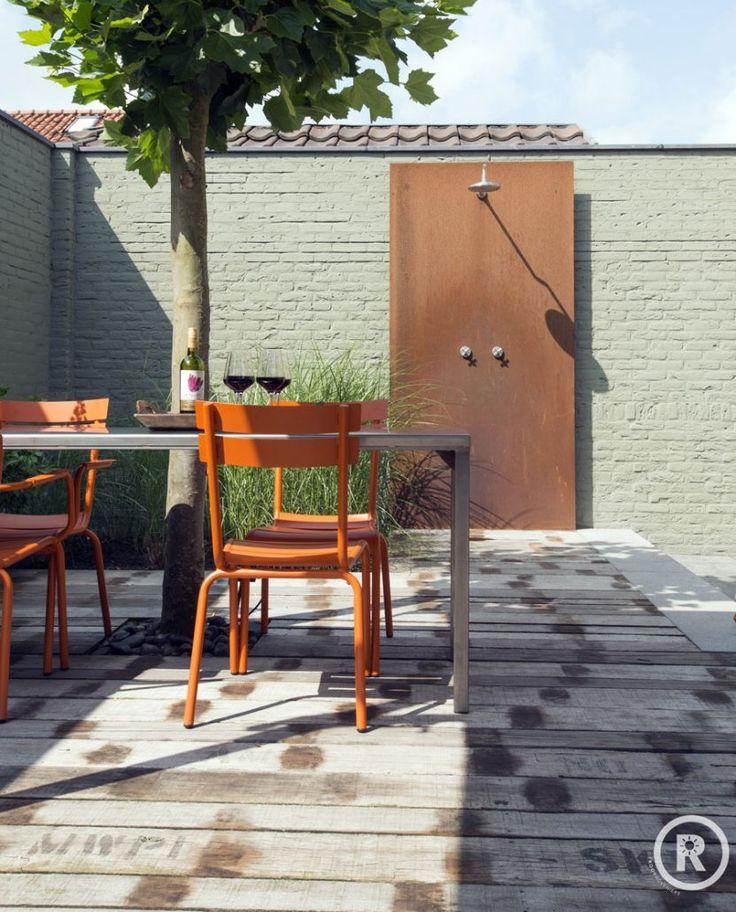 Tuininspiratie De Rooy Hoveniers Kleine strakke tuin houten vlonder buitendouche cortenstaal Made