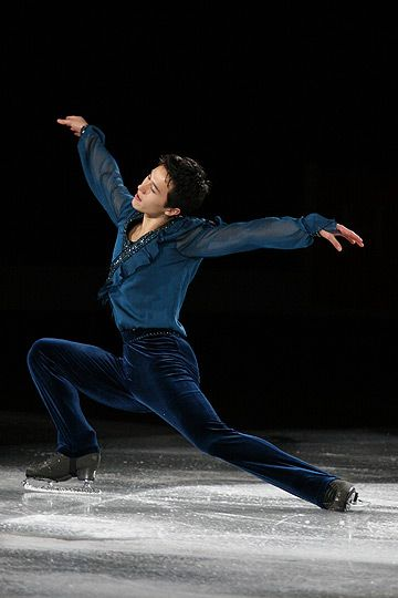 Patrick Chan skating for Canada. GORGEOUUUSSSSS skater. I mean, of course he is, he's CO trained. ;)