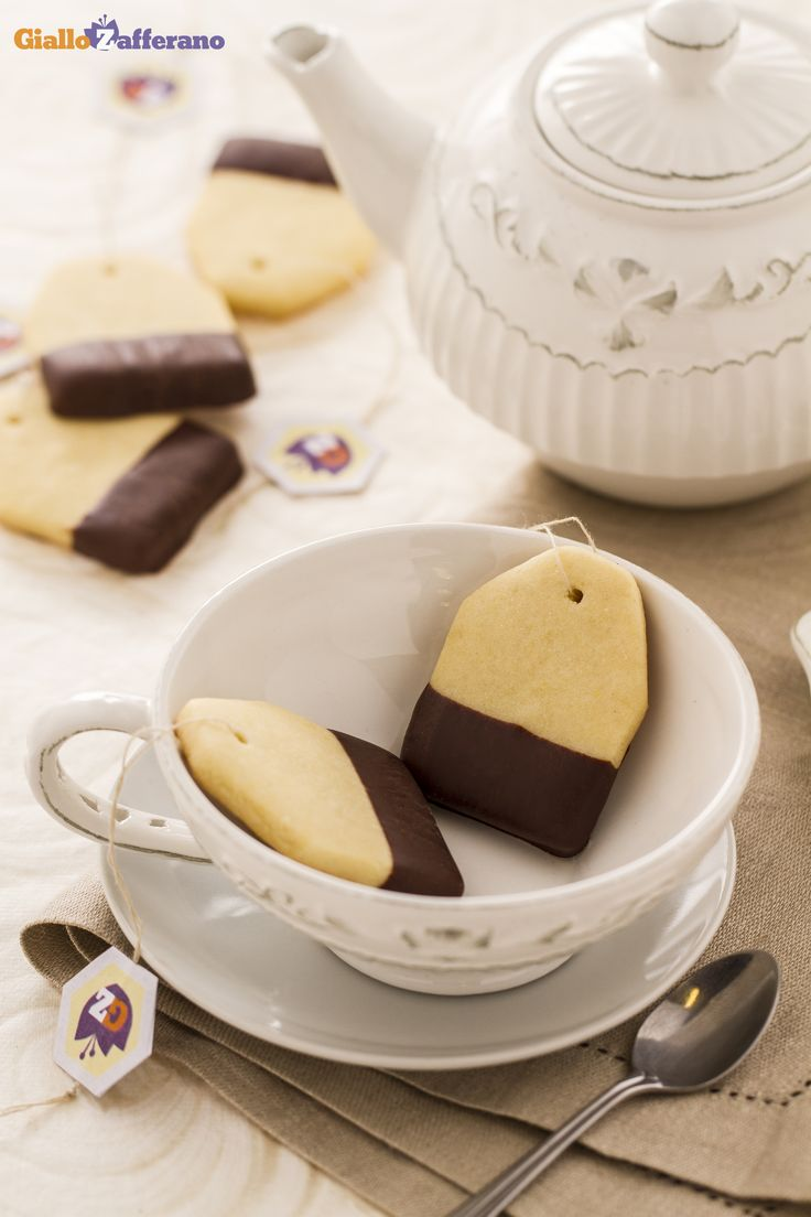 I #BISCOTTI BUSTINA DI TE' (tea bag cookies) sono un piccolo piacere da servire alle 5 in punto! #ricetta #GialloZafferano #tè #italianrecipe