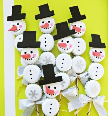 Bottle cap snowman - easy winter craft for kids // Söröskupak hóember - kreatív ötlet gyerekeknek // Mindy - craft tutorial collection // #crafts #DIY #craftTutorial #tutorial