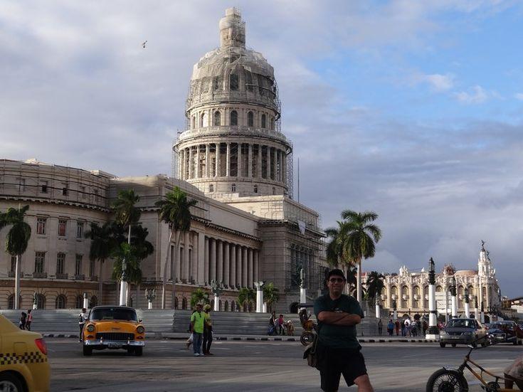 Havana Capitolio, one of the landmarks of Havana. Read more: http://www.imperatortravel.ro/2016/03/in-cuba-cu-un-pas-inaintea-americanilor-ep-2-havana-in-asteptarea-capitalismului.html