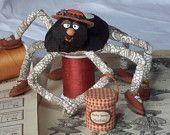 Araignée tissu Macha Rainier, modiste     miniature  poupée d'art   textile sculpture souple