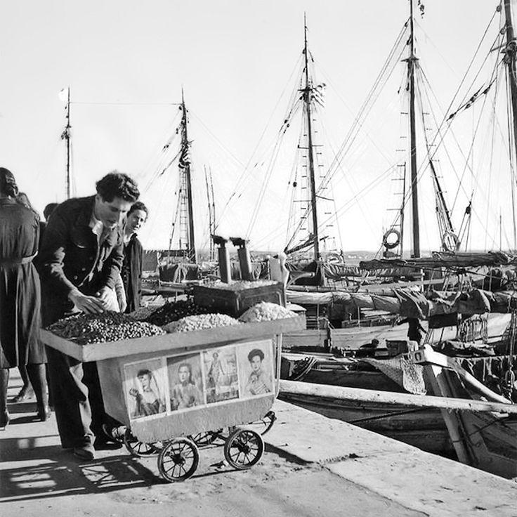 Πλανόδιος πωλητής ξηρών καρπών - δεκαετία 1950