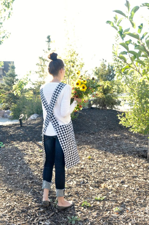 Soak Up The Sun – Cross Back Apron Tutorial – Day 21 of #31daystohappy | A Crafty Fox | | Bloglovin'