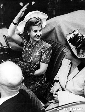 Senora Peron waving from a motor car on arrival in Lucerne, Switzerland. 1947