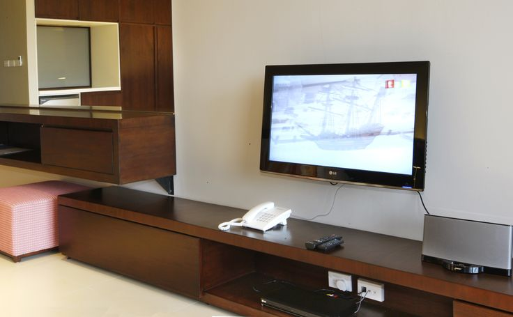 All mod cons, TV with foxtel, DVD player,  Bose Ipod Docking, Complimentary wifi