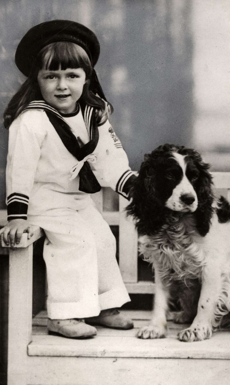 Bernhard van Lippe-Biesterfeld as a child in a sailor suit with a dog, ca 1913.