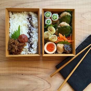 和食のおかずをメインにしたお弁当は、茶色っぽくなりがちですが、色味が寂しいと思ったところにシソなどの緑をちょっと入れるだけでも鮮やかなお弁当になります。