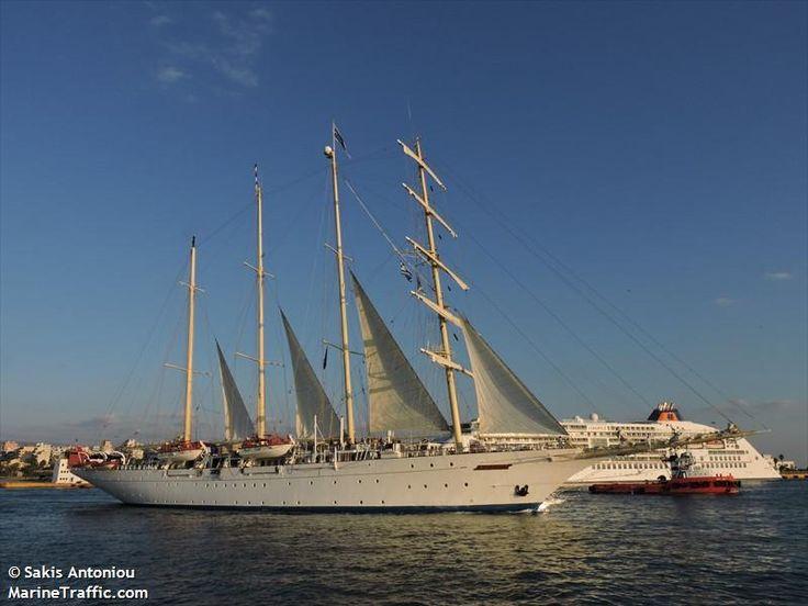 Το Star Clipper αποπλέει από τον Πειραιά. 03/10/20105.