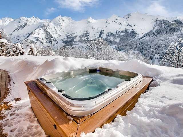 Chalet la clusaz jacuzzi vacances montagne ski and stay pinterest - Deco jacuzzi exterieur ...