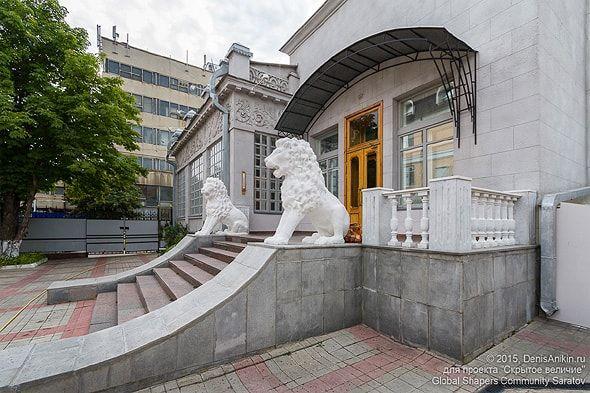 парадная лестница и двор усадьбы шмидта