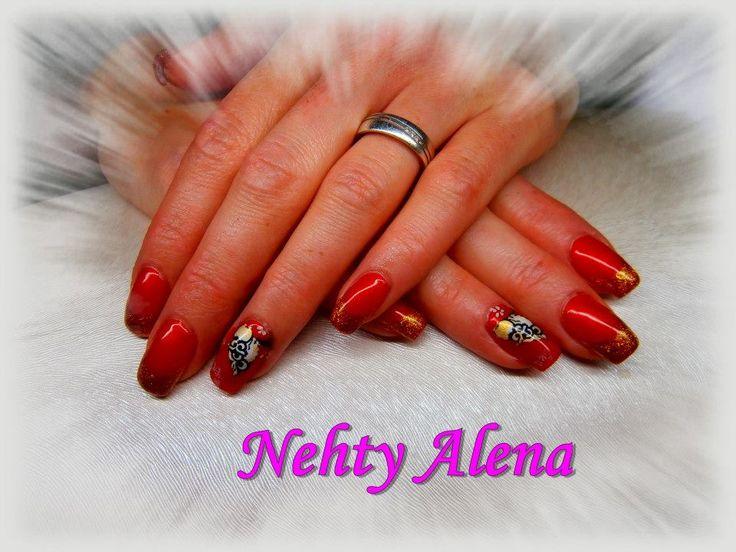 Airbrush - nail design red and gold zima vánoce sovičky