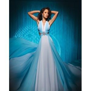 Robe de bal,col en v,bretelles croisée au dos,jupe longue en bleue claire et blanche,robe de bal faite en mousseline.