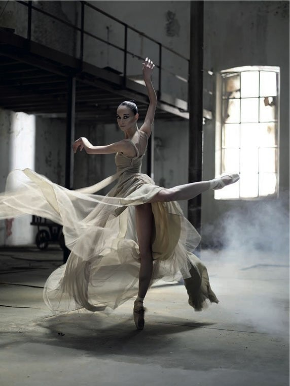 Ballerina Lucia Lacarra  Dress: Jesus del Pozo  Photographer: Juan Gatti