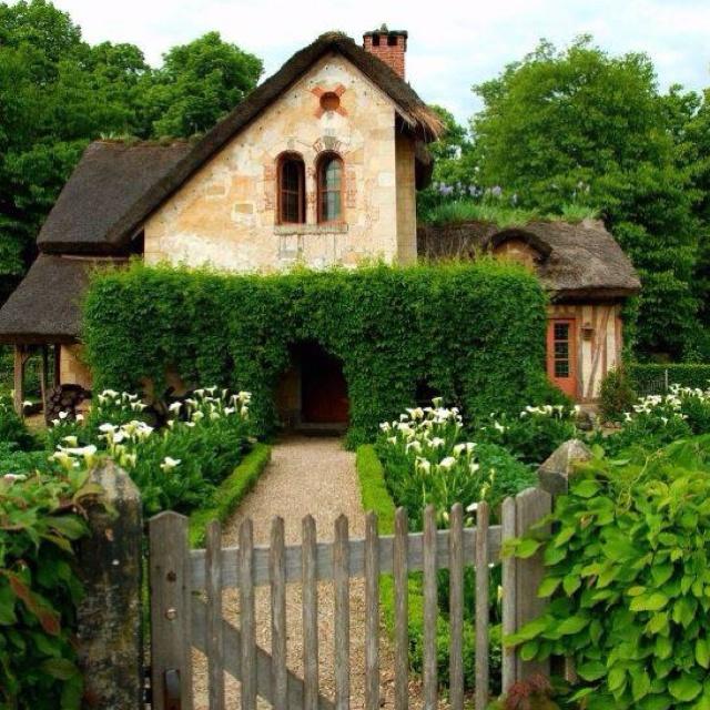 1000 gambar tentang houses di pinterest pengrajin for Whimsical cottage house plans