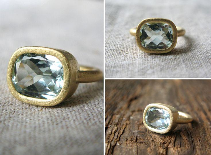 Modern gold ring with aquamarine / złoty pierścionek z akwamarynem, minimalizm, matowe złoto yuvel.pl