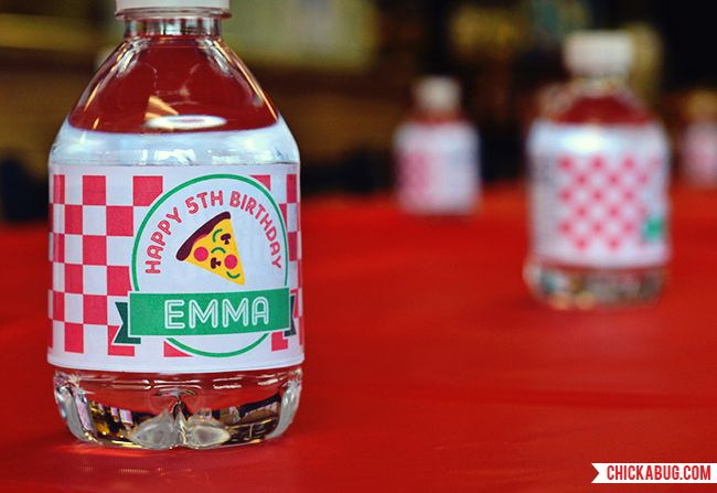 Pizza theme water bottle labels from Chickabug