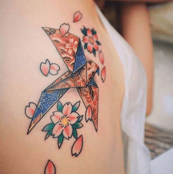 Les 25 meilleures id es de la cat gorie tatouage origami sur pinterest tatouage animaux - Tatouage oiseau signification ...