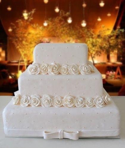 Veja opções de bolos cenográficos para o casamento