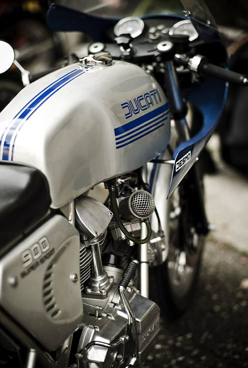 Ducati 900SS Desmo---Oh well, if only I had kept mine, win some lose some.