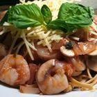 Recette - Pâtes aux crevettes, sauce tomate-basilic - Allrecipes.qc.ca
