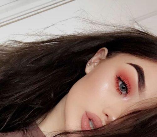 grafika alternative, eyeshadow, and girl