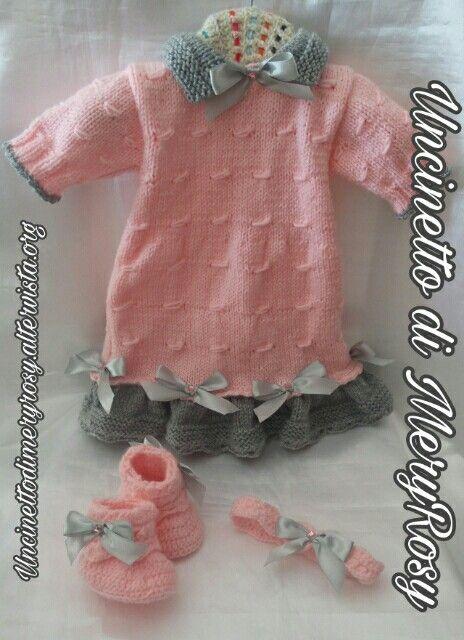 Vestitino lavorato a maglia, con fascia per capelli e stivaletti lavorati all'uncinetto per bambola reborn  #vestitino #vestito #fasciacapelli #stivaletti #stivali #uncinetto #crocheted #crochet #handmade #fattoamano #diy #bebè #bebe #bimba #baby #reborn #doll #dolls #knitting #knitted